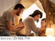 Купить «father telling scary stories to his daughter», фото № 29066714, снято 27 января 2018 г. (c) Syda Productions / Фотобанк Лори