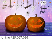 Купить «close up of halloween pumpkins on table», фото № 29067086, снято 17 сентября 2014 г. (c) Syda Productions / Фотобанк Лори