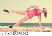 Купить «woman working out in beach», фото № 29070062, снято 7 апреля 2020 г. (c) Яков Филимонов / Фотобанк Лори