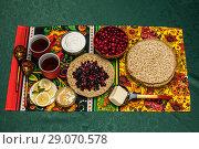 Купить «Масленица. Праздничный стол с блинами.», фото № 29070578, снято 16 января 2018 г. (c) Светлана Голинкевич / Фотобанк Лори