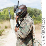 Купить «Paintball player in camouflage standing with gun after paintball match», фото № 29091206, снято 11 августа 2018 г. (c) Яков Филимонов / Фотобанк Лори