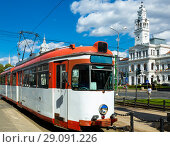 Купить «Tram on Arad town hall square», фото № 29091226, снято 13 сентября 2017 г. (c) Яков Филимонов / Фотобанк Лори