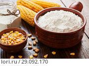 Купить «Кукурузный крахмал в  керамическом ковше», фото № 29092170, снято 19 марта 2018 г. (c) Надежда Мишкова / Фотобанк Лори