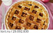 Купить «close up of apple pie and knife on wooden table», видеоролик № 29092830, снято 7 сентября 2018 г. (c) Syda Productions / Фотобанк Лори