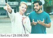 Купить «Woman is showing to stranger man the way to hotel», фото № 29098990, снято 10 августа 2017 г. (c) Яков Филимонов / Фотобанк Лори