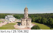 Купить «Top view of Church of Sign of Blessed Virgin in Dubrovitsy (Znamenskaya church). Stone carving. Sculpture. Dubrovitsy manor», видеоролик № 29104382, снято 19 сентября 2018 г. (c) Mikhail Starodubov / Фотобанк Лори