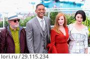 Купить «70th annual Cannes Film Festival - Jury - Photocall Featuring: Pedro Almodovar, Will Smith, Jessica Chastain, Fan Bing Bing Where: Cannes, United Kingdom...», фото № 29115234, снято 17 мая 2017 г. (c) age Fotostock / Фотобанк Лори