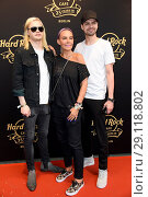 Купить «Hard Rock Cafe Berlin celebrates 25 years anniversary at Hard Rock Cafe at Kurfuerstendamm. Featuring: Wilson Gonzalez Ochsenknecht, Natascha Ochsenknecht...», фото № 29118802, снято 18 мая 2017 г. (c) age Fotostock / Фотобанк Лори