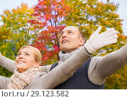 Купить «happy couple spreading hands leaves in autumn park», фото № 29123582, снято 12 октября 2014 г. (c) Syda Productions / Фотобанк Лори