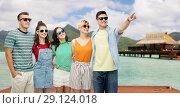 Купить «friends in sunglasses over bora bora background», фото № 29124018, снято 30 июня 2018 г. (c) Syda Productions / Фотобанк Лори