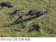 Купить «Ручной пулемет и пулеметная лента на зеленой траве», фото № 29124426, снято 20 сентября 2018 г. (c) Игорь Долгов / Фотобанк Лори