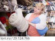 Купить «mature housewife purchaser holding soft plaids», фото № 29124766, снято 29 ноября 2017 г. (c) Яков Филимонов / Фотобанк Лори
