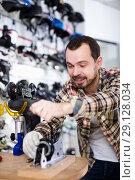 Купить «Master fixing roller-skates», фото № 29128034, снято 21 декабря 2016 г. (c) Яков Филимонов / Фотобанк Лори
