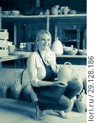 Купить «Female potter in ceramics atelier», фото № 29128186, снято 4 августа 2020 г. (c) Яков Филимонов / Фотобанк Лори