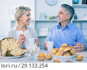 Купить «Mature couple have an afternoon snack with fresh muffins and cake», фото № 29133254, снято 23 марта 2019 г. (c) Яков Филимонов / Фотобанк Лори