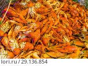 Купить «Вареные крабы и раки», фото № 29136854, снято 31 августа 2018 г. (c) Beerkoff / Фотобанк Лори