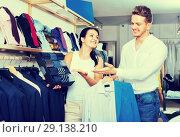 Купить «Couple purchasing shirt, tie and jacket at boutique», фото № 29138210, снято 24 октября 2016 г. (c) Яков Филимонов / Фотобанк Лори