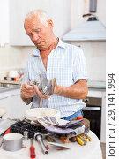 Купить «Man with mixer tap», фото № 29141994, снято 19 июня 2018 г. (c) Яков Филимонов / Фотобанк Лори