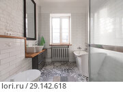 Купить «Bathroom pastel and nude colours spectacular bath», фото № 29142618, снято 2 февраля 2018 г. (c) Ekaterina Demidova / Фотобанк Лори