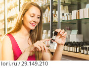 Купить «woman choose naturel oil in perfume supermarket», фото № 29149210, снято 2 мая 2017 г. (c) Яков Филимонов / Фотобанк Лори