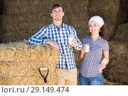 Купить «man and woman in hay with milk», фото № 29149474, снято 22 марта 2019 г. (c) Яков Филимонов / Фотобанк Лори