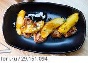 Купить «Sirloin medallion with potatoes», фото № 29151094, снято 20 октября 2018 г. (c) Яков Филимонов / Фотобанк Лори