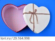 Купить «open empty box for gifts in shape of heart», фото № 29164998, снято 23 сентября 2018 г. (c) Володина Ольга / Фотобанк Лори