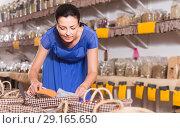 Купить «female customer taking сereals with scoop from basket in eco market», фото № 29165650, снято 13 июня 2017 г. (c) Яков Филимонов / Фотобанк Лори