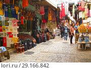 Купить «Арабский рынок в старом городе Иерусалима. Израиль», фото № 29166842, снято 9 октября 2012 г. (c) Ирина Борсученко / Фотобанк Лори