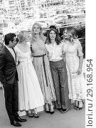 Купить «70th Cannes Film Festival - 'The Beguiled' - Photocall Featuring: Colin Farrell, Elle Fanning, Nicole Kidman, Sofia Coppola, Kirsten Dunst Where: Cannes...», фото № 29168954, снято 24 мая 2017 г. (c) age Fotostock / Фотобанк Лори