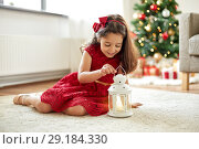 Купить «little girl with lantern at home on christmas», фото № 29184330, снято 29 августа 2018 г. (c) Syda Productions / Фотобанк Лори
