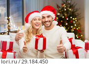 Купить «happy couple with christmas gifts and thumbs up», фото № 29184450, снято 8 октября 2015 г. (c) Syda Productions / Фотобанк Лори