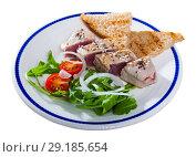 Купить «Deliciously lightly fried tuna with toasted bread, served with greens», фото № 29185654, снято 25 мая 2019 г. (c) Яков Филимонов / Фотобанк Лори
