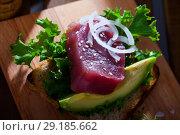 Купить «Delicious sandwich with raw tuna, avocado, greens and onion», фото № 29185662, снято 16 октября 2018 г. (c) Яков Филимонов / Фотобанк Лори