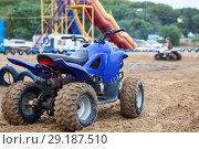 Купить «Малокубатурный квадроцикл для катания на песчаном пляже», фото № 29187510, снято 19 июля 2018 г. (c) Кекяляйнен Андрей / Фотобанк Лори