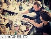 Купить «Mature tourists study the range of flea market», фото № 29188170, снято 25 мая 2019 г. (c) Яков Филимонов / Фотобанк Лори