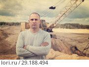 Купить «worker at sand pit», фото № 29188494, снято 16 сентября 2012 г. (c) Яков Филимонов / Фотобанк Лори