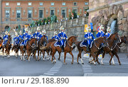 Royal Guards perform state ceremonial duties on behalf of Swedish Armed Forces. They also take part in royal ceremonial occasions, official state visits, opening of Parliament, Swedish National Day (2018 год). Редакционное фото, фотограф Валерия Попова / Фотобанк Лори