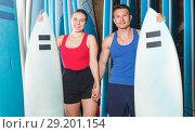 Купить «guy and woman with boards for surfing», фото № 29201154, снято 30 апреля 2018 г. (c) Яков Филимонов / Фотобанк Лори
