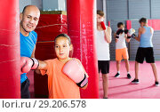 Купить «girl in boxing gloves», фото № 29206578, снято 12 апреля 2017 г. (c) Яков Филимонов / Фотобанк Лори