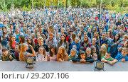 Купить «Russia Samara September 2017: Top view of a large dense crowd of spectators at a festival in the park.», фото № 29207106, снято 17 сентября 2017 г. (c) Акиньшин Владимир / Фотобанк Лори