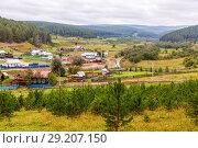 Купить «Ural village among the mountain peaks and taiga.», фото № 29207150, снято 5 сентября 2017 г. (c) Акиньшин Владимир / Фотобанк Лори