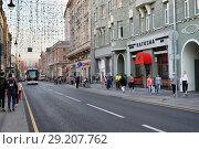 Купить «Москва, пешеходы на Большой Дмитровке», фото № 29207762, снято 8 сентября 2018 г. (c) Dmitry29 / Фотобанк Лори