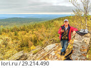 Купить «A mature tourist man stands on top of a rocky mountain.», фото № 29214490, снято 6 сентября 2017 г. (c) Акиньшин Владимир / Фотобанк Лори