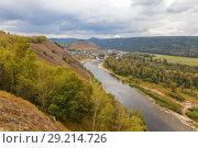 Купить «Ural village among the mountain peaks and taiga.», фото № 29214726, снято 9 сентября 2017 г. (c) Акиньшин Владимир / Фотобанк Лори