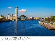 Купить «Вид на Москва-реку с Новоспасского моста, Москва», фото № 29215174, снято 24 октября 2016 г. (c) Natalya Sidorova / Фотобанк Лори