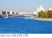 Купить «Вид на Москва-реку с Новоспасского моста, Москва», фото № 29215178, снято 24 октября 2016 г. (c) Natalya Sidorova / Фотобанк Лори