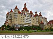 Sochi, Russia - May 30. 2018. hotel Bogatyr in Imereti bay in Adler. Редакционное фото, фотограф Володина Ольга / Фотобанк Лори