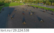 Купить «Площадка для тренировки мотоциклистов с расставленными конусами для отработки поворотов», видеоролик № 29224538, снято 30 мая 2018 г. (c) Кекяляйнен Андрей / Фотобанк Лори