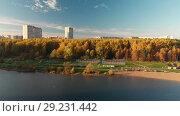 Купить «Flight over Shkolnoe lake in Zelenograd of Moscow, Russia», видеоролик № 29231442, снято 22 августа 2019 г. (c) Володина Ольга / Фотобанк Лори